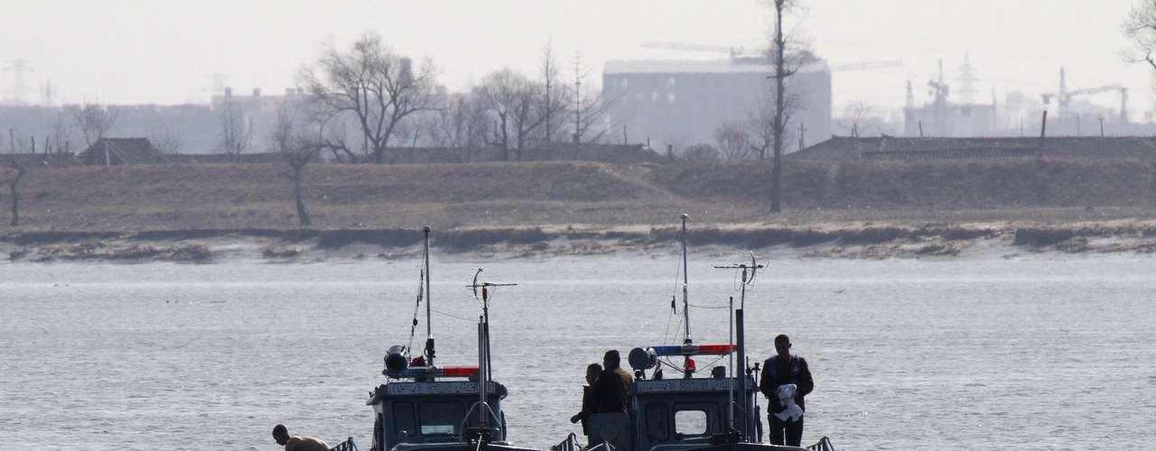 Desde Dandong se ha podido ver este sábado a patrulleras norcoreanas en el río Yalu, con personal militar en operaciones de vigilancia.