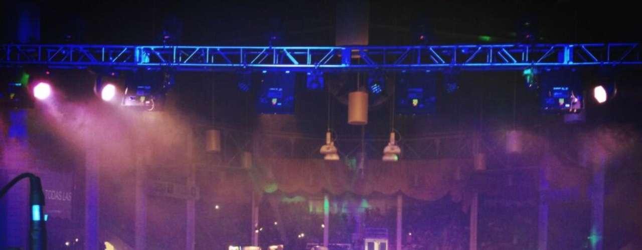 Miles de almas coparon la National West Arena de Denver, Colorado para gozar de la buena música de la Banda El Recodo.