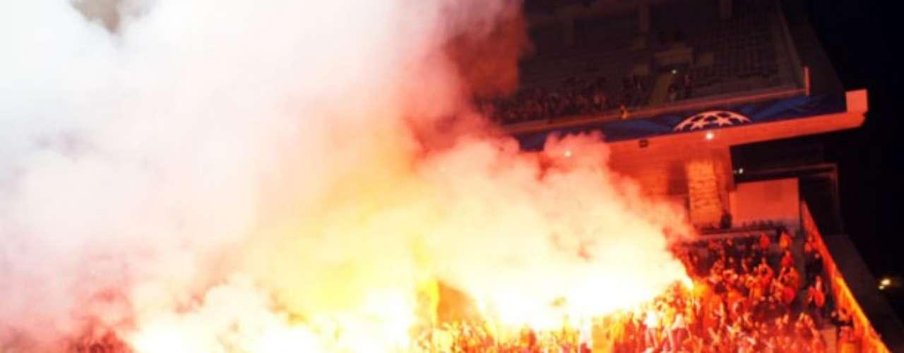 El ambiente es al estilo sudamericano, el fanatísmo es extremo y los ultras del Galatasaray son de temer.