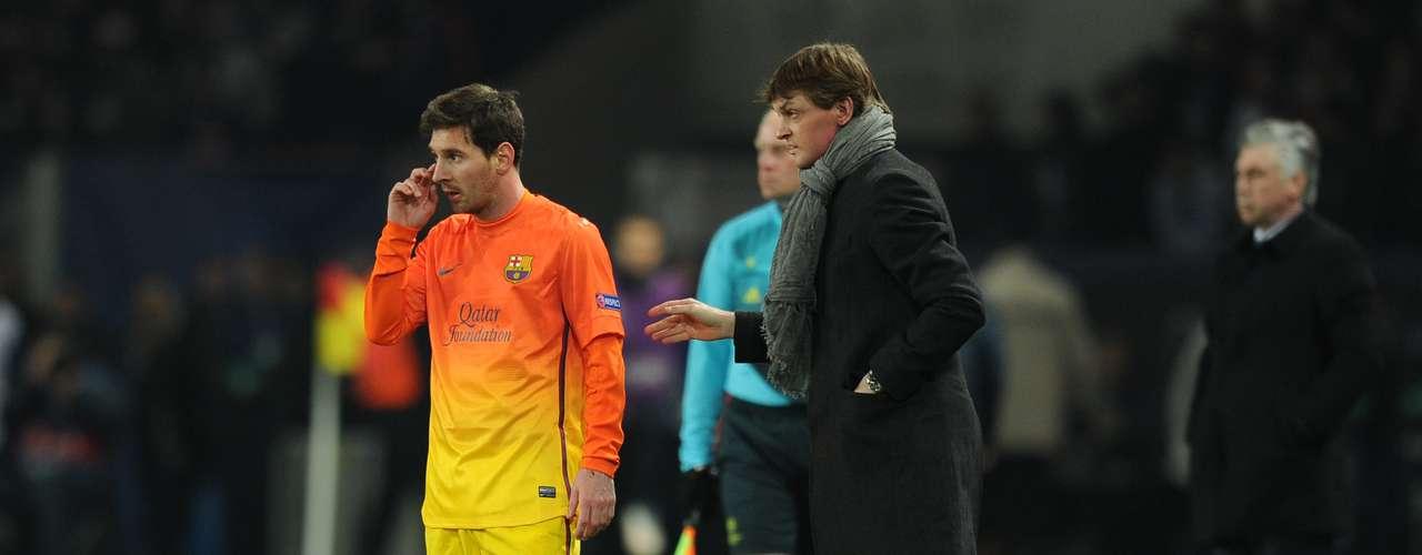 ¿Qué le estará diciendo Tito a Lionel Messi? No sabemos, pero las indicaciones fueron bastante efectivas, porque el delantero fue el encargado de abrir el marcador a favor del Barcelona, al minuto 38.