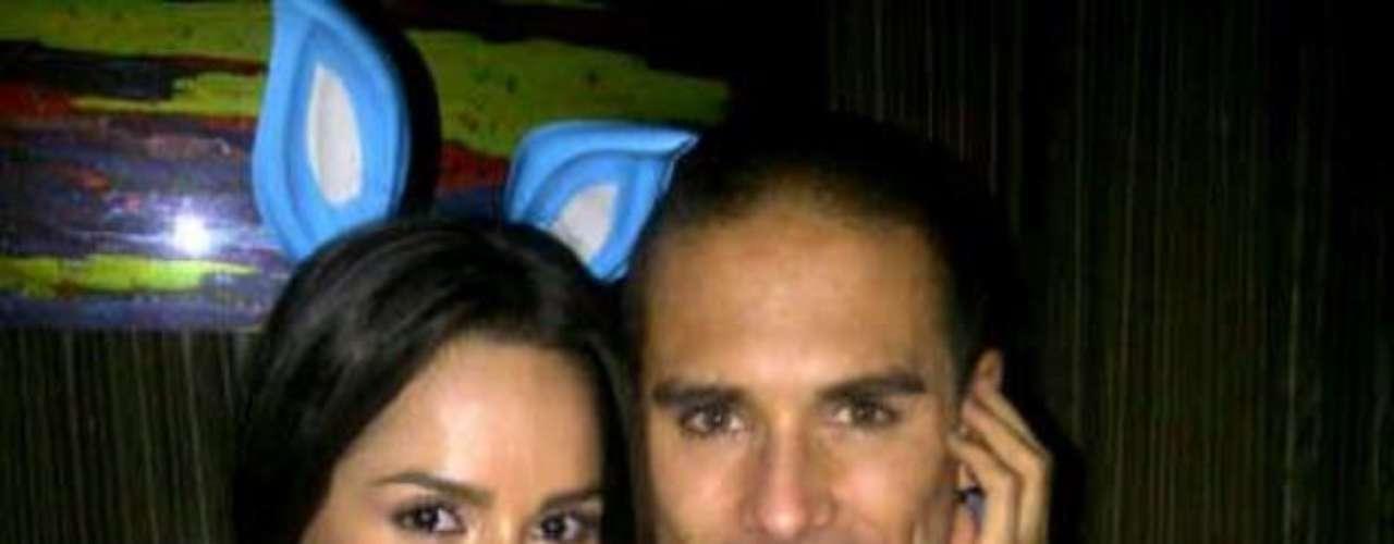 Carmen Villalobos y Sebastián Caicedo conforman otra de las parejas más estables de la farándula colombiana. Aunque han tenido que distanciarse por motivos laborales, han demostrado que su amor puede con todo.