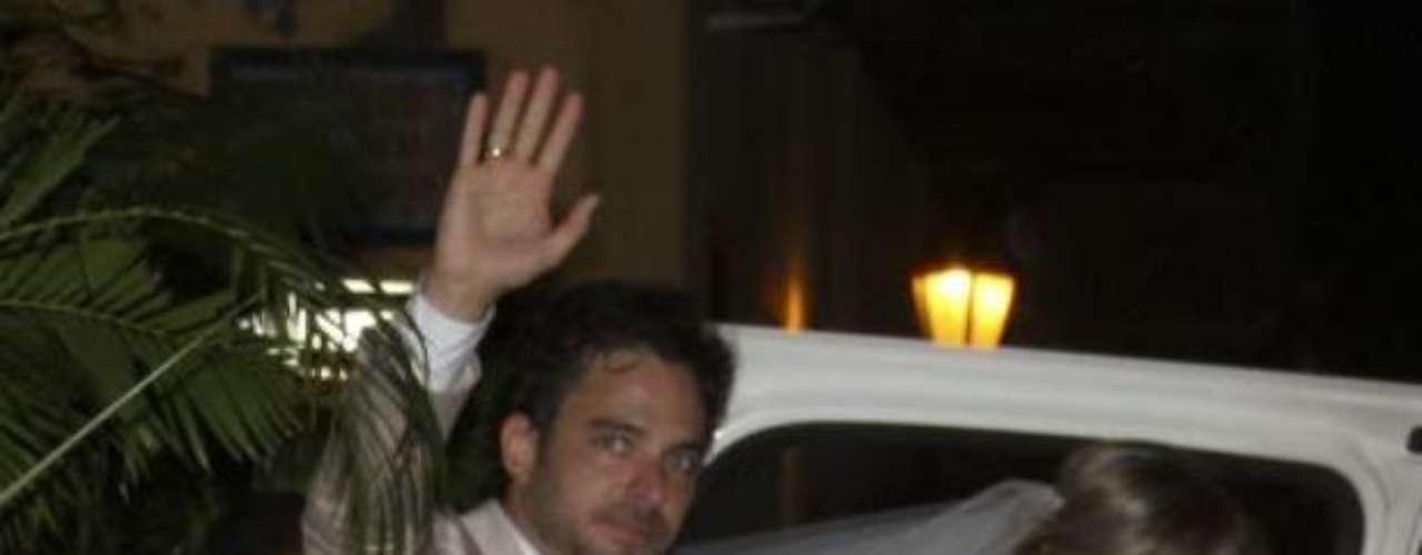 Manolo Cardona se casó a finales de 2012 con su prometida Valeria Santos. A la boda asistieron varias celebridades de la farándula colombiana.