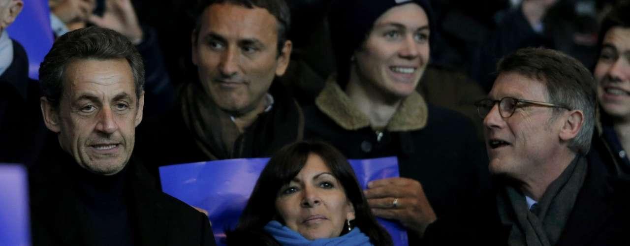 Sarkozy estuvo acompañado por la alcaldesa de París, Anne Hidalgo, y el ministro de Educación francés Vincent Peillon.