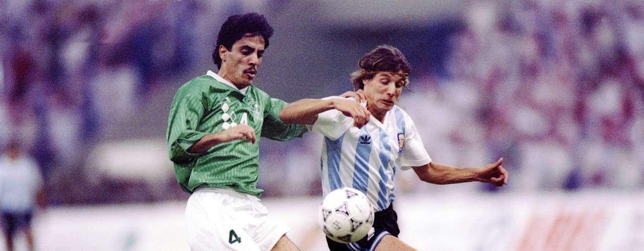 El primer campeón aunqeu la Copa se llamaba Rey Fahd, fue Argentina en 1992, derrotando en la final al cuadro local con marcador de 3-1 ante más de 75 mil espectadores.