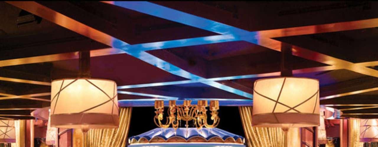XS, el sofisticado club nocturno en Encore at Wynn Las Vegas, combina los atrayentes elementos de las fiestas diurnas con la energía de la vida nocturna en Night Swim. Anímate a dejar de lado los vestidos elegantes y así presumir su mejor traje de baño al sumergirse en la piscina y bailar bajo las estrellas en una deliciosa velada dominical.