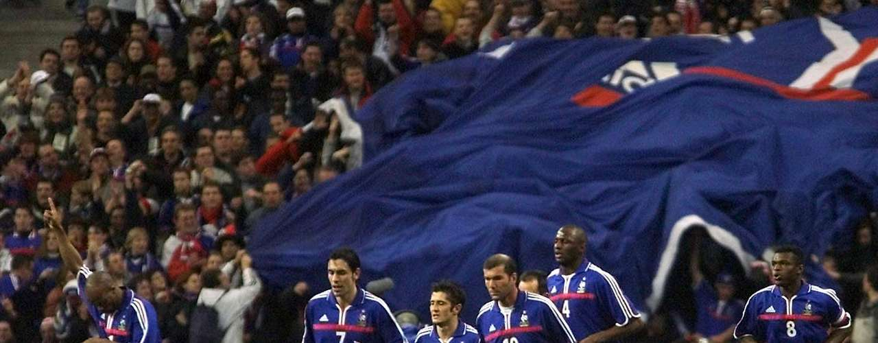 El primer título francés vino en el 2001, cuando en la Copa Confederaciones celbrada en Corea y Japón, un año antes del Mundial, derrotó por la mínima diferencia a Japón, equipo que representó a Asia en la competición.