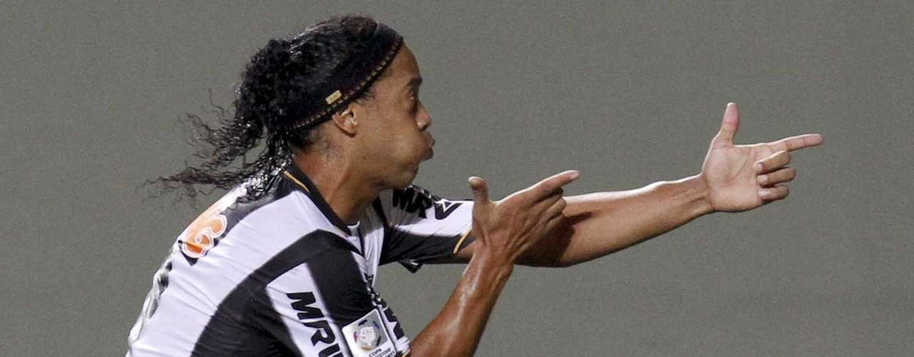 Ronaldinho of Brazil's Atletico Mineiro celebrates his goal against Argentina's Arsenal. In retrospect, he may have wanted to use another celebration. REUTERS/Washington Alves