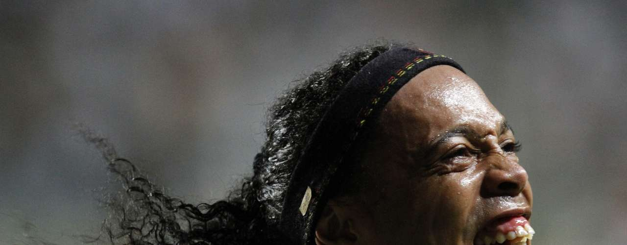 Ronaldinho of Brazil's Atletico Mineiro celebrates his second goal against Argentina's Arsenal during their Copa Libertadores soccer match in Belo Horizonte April 3, 2013. REUTERS/Washington Alves