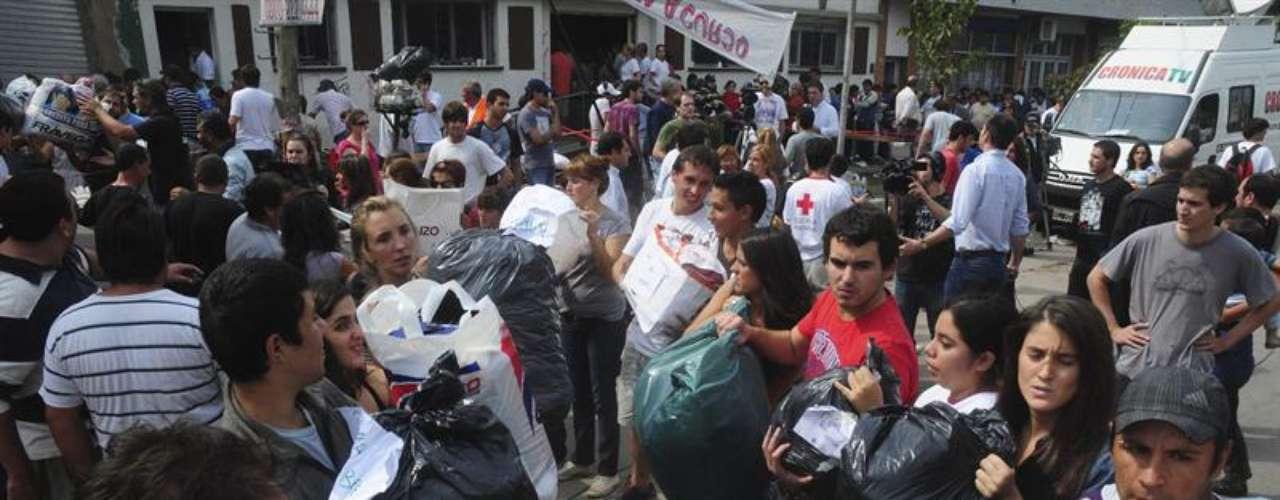 Aerolíneas Argentinas y el Correo Argentino, dos de las principales empresas del Estado, salieron a participar de manera activa en los distintos operativos de ayuda en favor de los damnificados.
