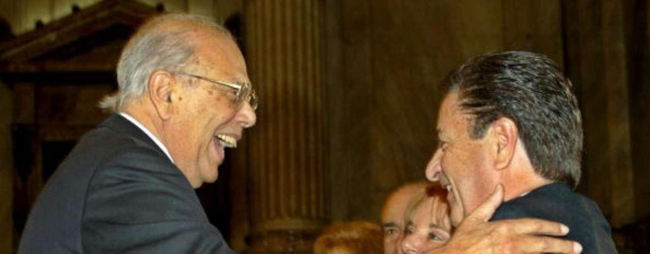 En 2002, mientras era entrevistado por la cadena de noticias económicas Bloomberg, pensando que no estaba siendo grabado, el entonces presidente uruguayo Jorge Batlle, aseguró que los argentinos son \
