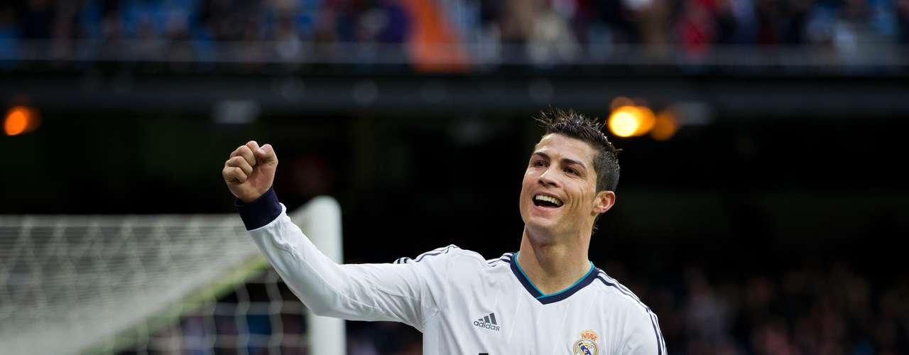 Cristiano Ronaldo, con 810 minutos jugados en el torneo, es actualmente el líder de goleo de la Liga de Campeones temporada 2012-13, el jugador merengue tiene 9 tantos en el torneo.
