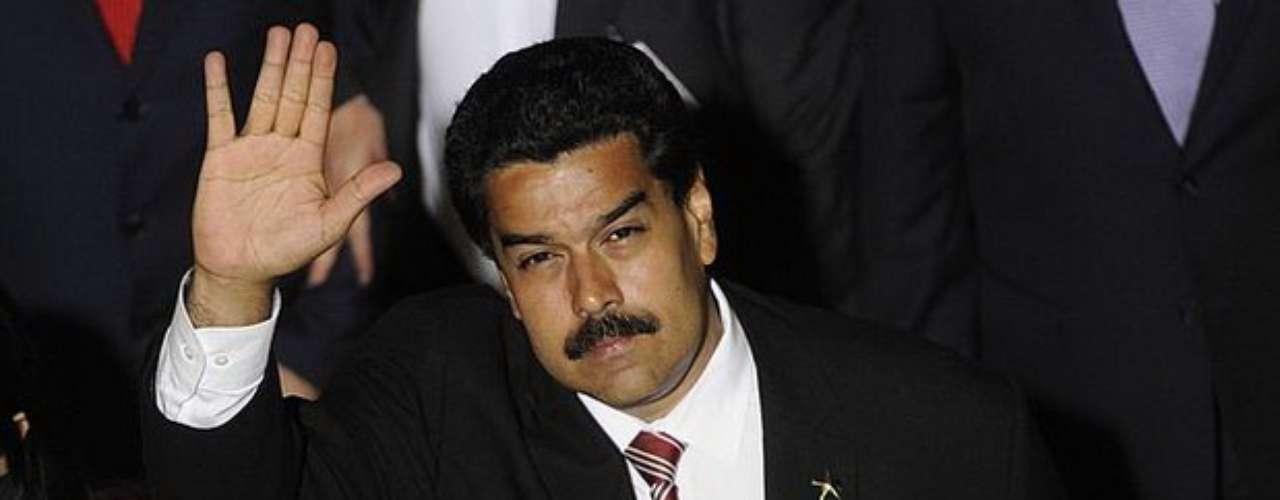 Señaló además que, a pesar de la ausencia de Hugo Chávez, las encuestas le están dando una gran diferencia a Maduro en la intención de voto contra Capriles, pero eso no quiere decir que el esfuerzo que se hace en el exterior y en Venezuela \