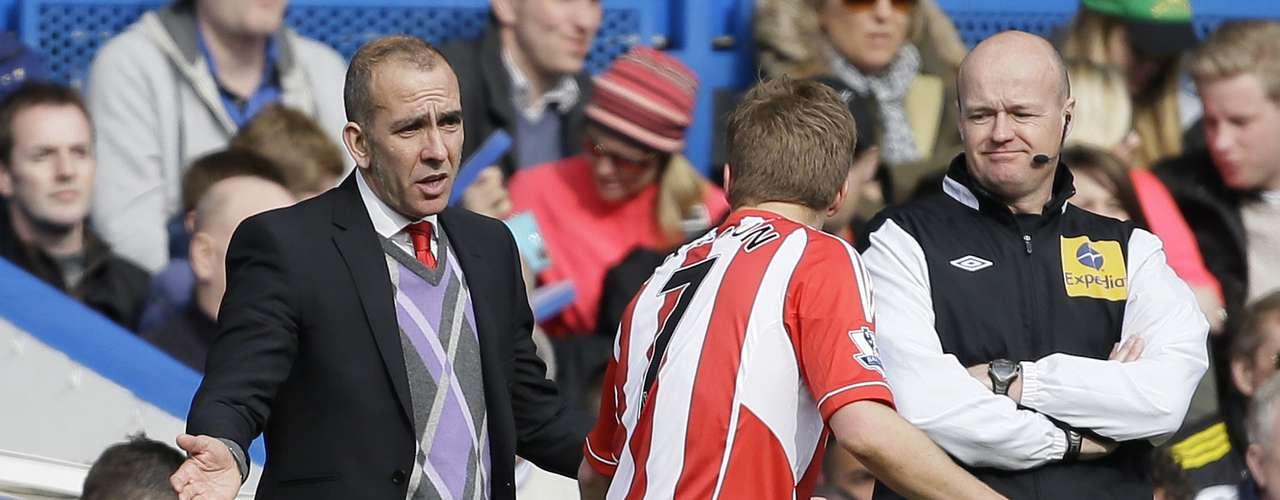 El discutido Di Canio debutó con derrota en el banquillo del Sunderland.