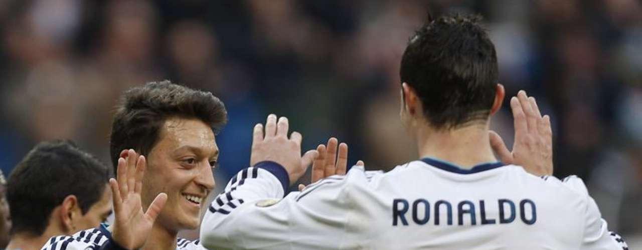 Real Madrid inició perdiendo, pero terminó goleando 5-1 al Levante en el Santiago Bernabéu.