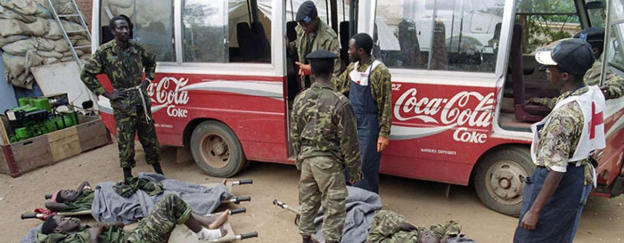 Sólo cuatro días después de la firma de los tratados se creó la radioemisora Mil Colinas, que jugó un papel capital en el genocidio al instar a los hutus a que masacraran a los tutsis.