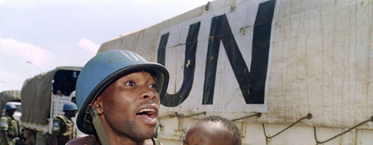 Incluso la Minuar (Misión de las Naciones Unidas de Asistencia a Ruanda) fue desplegada a los largo del país para observar la aplicación de los Acuerdos de Arusha.