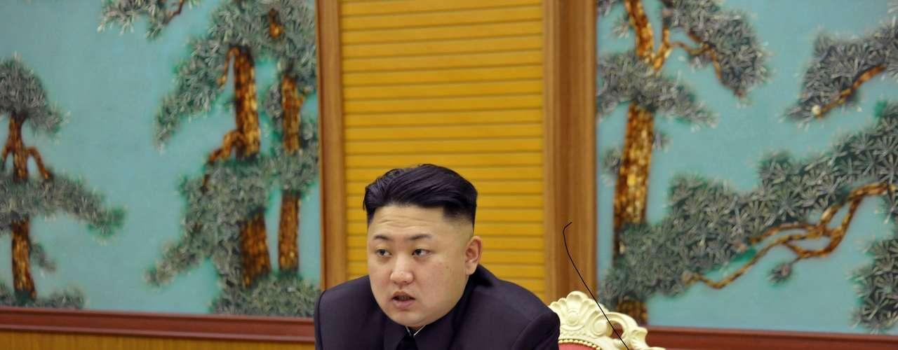 31 de marzo de 2013 - El presidente norcoreano, Kim Jong-un, defiende la ampliación \