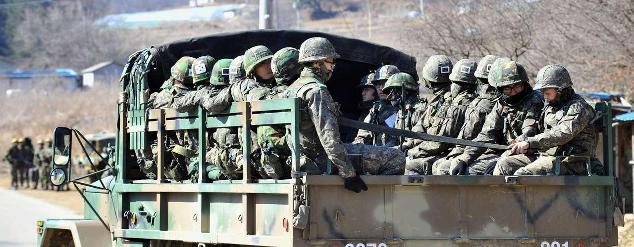 8 de marzo de 2013 - Corea del Norte responde a las sanciones de la ONU con el anuncio de que romperá el alto el fuego de la Guerra de Corea (1950-53) y reitera su amenaza de ataque nuclear.