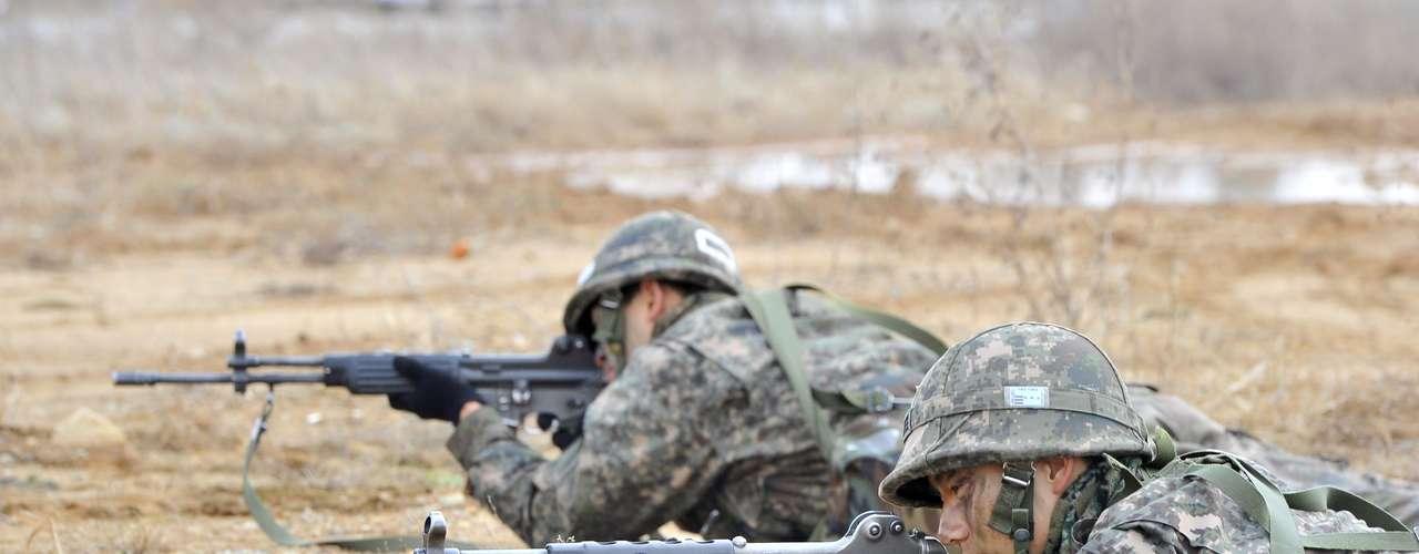 26 de marzo de 2013 - Se cumplen tres años del hundimiento del buque surcoreano Cheonan. La presidenta de Corea del Sur, Park Geun-hye, insta a Corea del Norte a abandonar las armas nucleares. Corea del Norte asegura haber puesto sus misiles y unidades de artillería \