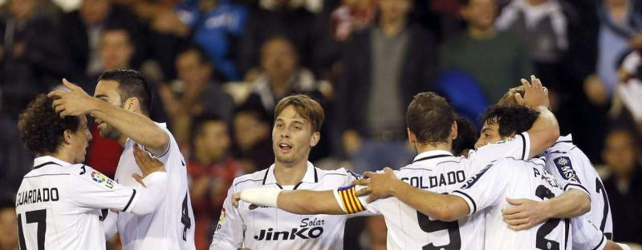Valencia sacó un triunfo 'in extremis' (2-1) en Mestalla, sobre Valladolid.