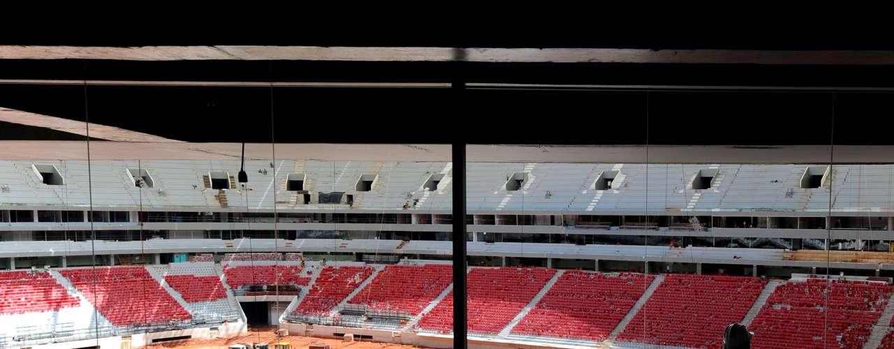El gobernador de Brasilia, Agnelo Queiroz, garantizó este lunes que el estadio Nacional Mané Garricha, sede de la apertura de la Copa Confederaciones, se inaugurará el próximo 21 de abril, cuando se cumplirán 53 años de la fundación de la ciudad.