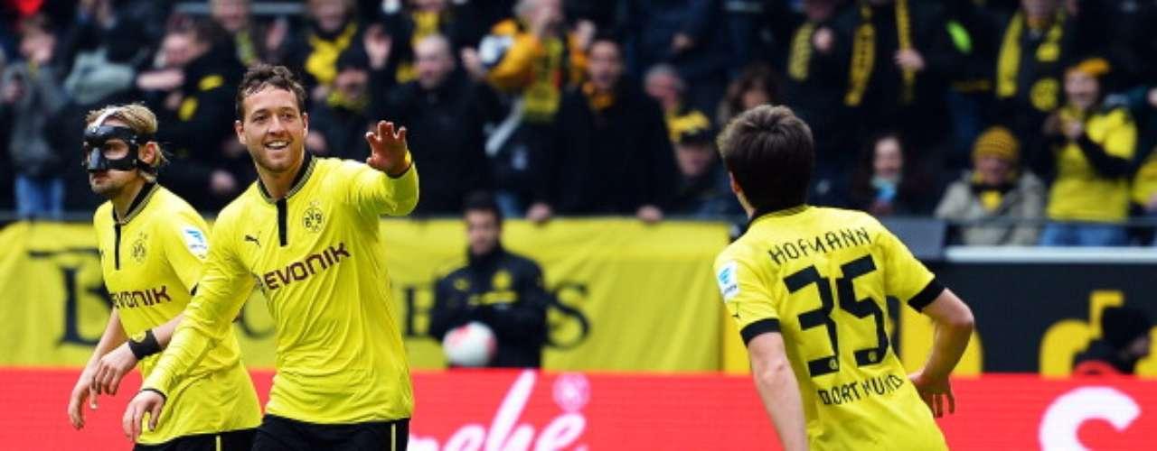 A pesar de la victoria de Borussia Dortmund de 4-2 ante Augsburgo, ya fue insuficiente debido a que el Múnich se coronó Campeón en esta jornada.