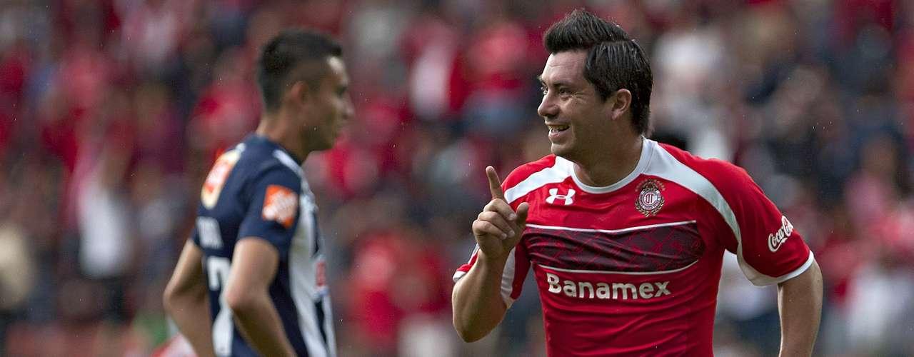 Luego de haber sido eliminado de la Copa Libertadores, Toluca tomó una ligera revancha en la Liga tras haber derrotado 1-0 a Monterrey en el estadio Nemesio Díez, por lo que los Diablos son el lugar 13 de la tabla con 15 puntos, pero están a sólo tres de los puestos de Liguilla. Por su parte, los Rayados tienen 17 unidades y están en el sitio 11.