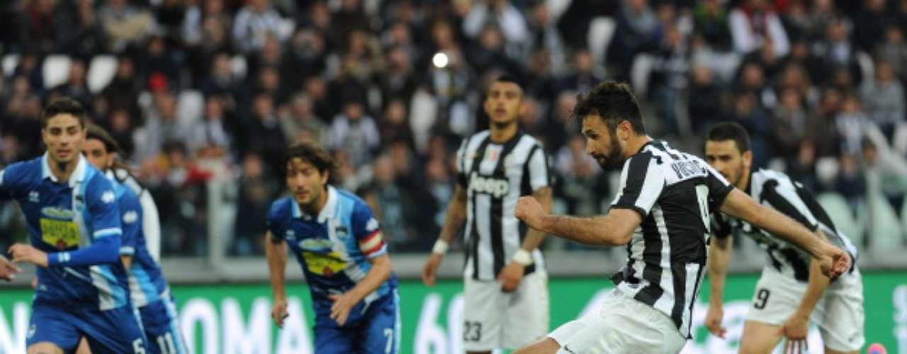 De paso a Italia, se vivió la Jornada 31 del Calcio, donde la Juventus sigue como líder y acaricia más el título, luego de derrotar el sábado por 2-1 al Pescara gracias a un doblete del montenegrino Mirko Vucinic.