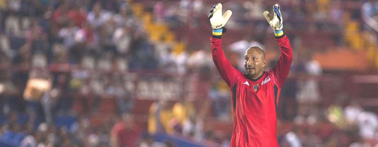 Portero - Oscar Pérez - San Luis. El 'Conejo' fue clave para la victoria de los Reales ante Altante al mantener su marco sin goles