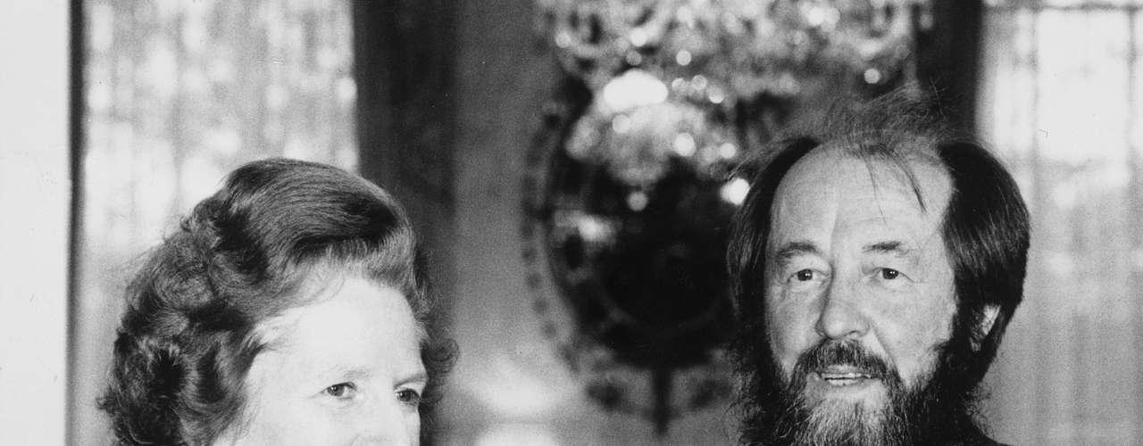 La que fue primera ministra británica con el premio nobel ruso, Alexander Solzhenitsyn en Londres