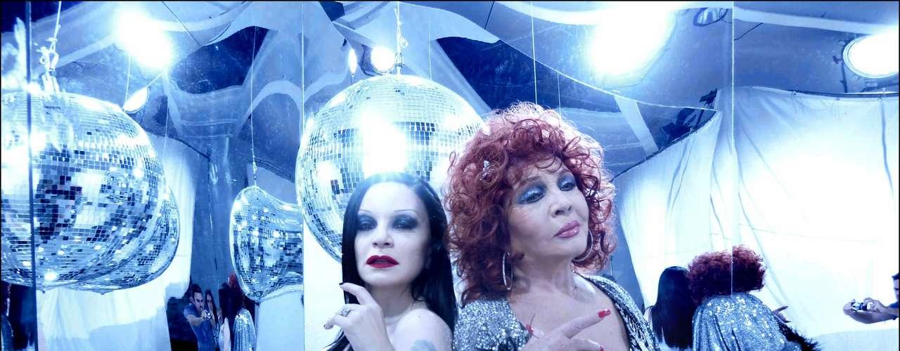 Sara Montiel participó en el videoclip de 'Absolutamente' de Fangoria en 2009.