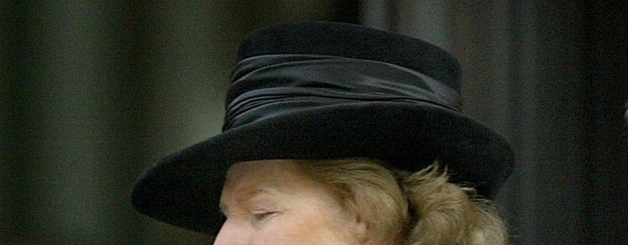 Thatcher ingresó en un colegio secundario público de carácter selectivo y consiguió entrar en la Universidad de Oxford, donde estudió Química. Sin embargo, se dio cuenta de que su pasión era la política, por lo que estudió Derecho y se graduó como abogada en 1954.