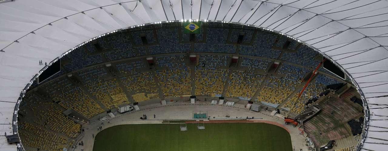 09 de abril: El techo del Estadio Maracaná está listo; la instalación de 120 membranas de teflón y fibra de vidrio ya fue terminada, concluyendo los 64.4 m de largo, para un total de 47 mil metros cuadrados de extensión.