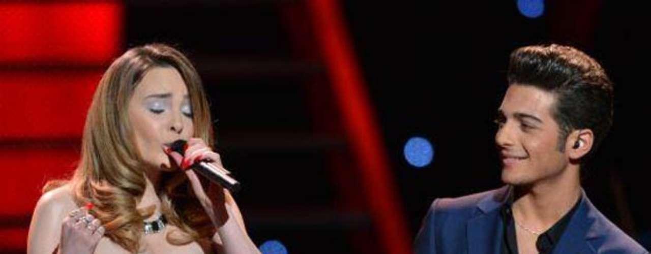 Gianluca, por momentos, quedó extasiado con la potente voz de la hermosa artista.