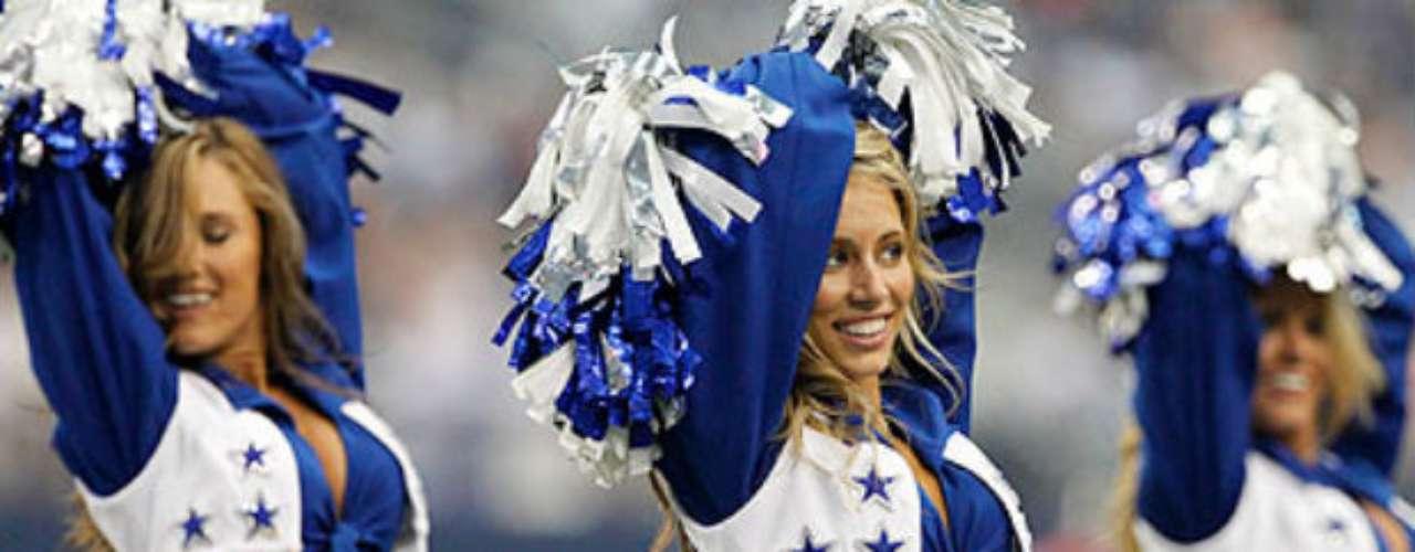 Las bellas porristas nunca faltan en los juegos de local de Dallas.