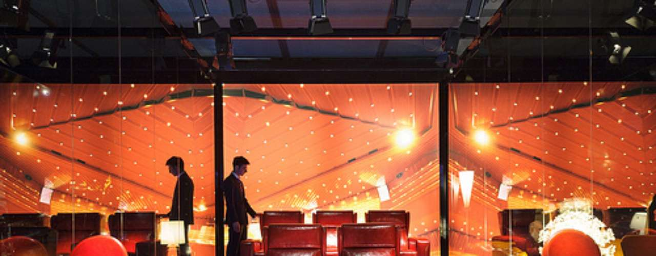 La muestra contará con 4 pabellones: el principal, donde se mostrarán muebles y accesorios, el Euroluce, dedicado a la iluminación, el Salone Ufficio, donde será posible conocer la estrecha relación entre la iluminación y el espacio de trabajo, y el SaloneSatellite, que reunirá el trabajo de diseñadores jóvenes de todo el mundo.