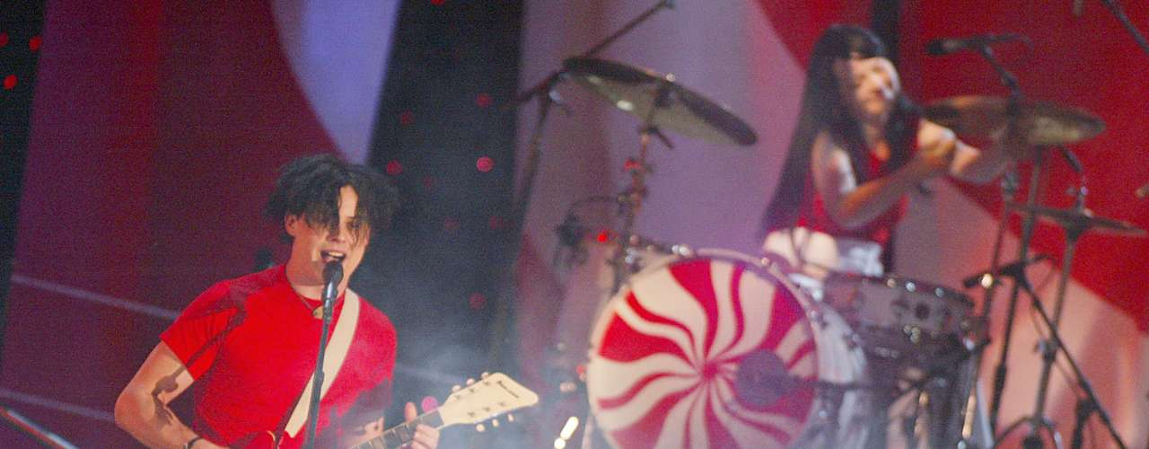 The White Stripes rockearon como los buenos, para poner a los fans a gozar en los MTV Movie Awards 2002.