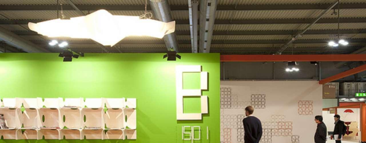 El SaloneSatellite es el punto de referencia para la creatividad joven: aquí se presentan las ideas más novedosas. Esta exhibición tiende un puente entre los diseñadores menores de 25 años y el mercado.