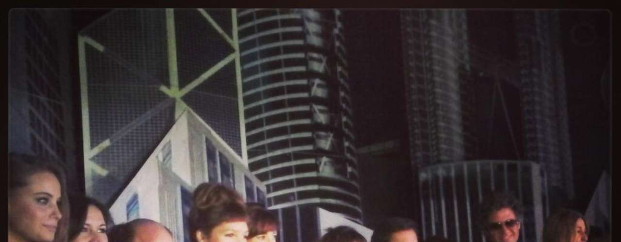 Se presentó Los vecinos en guerra en una celebración para invitados y prensa. Anoche en La city, el elenco formado por Diego Torres, Mike Amigorena, Eleonora Wexler, Mónica Antonópulos, Gastón Soffritti, Candela Vetrano y Carola Reyna, entre otros, se reunió para hablar con los periodistas y mostrar los avances de la tira que comenzará el próximo lunes 16 de abril, por la pantalla de Telefé.