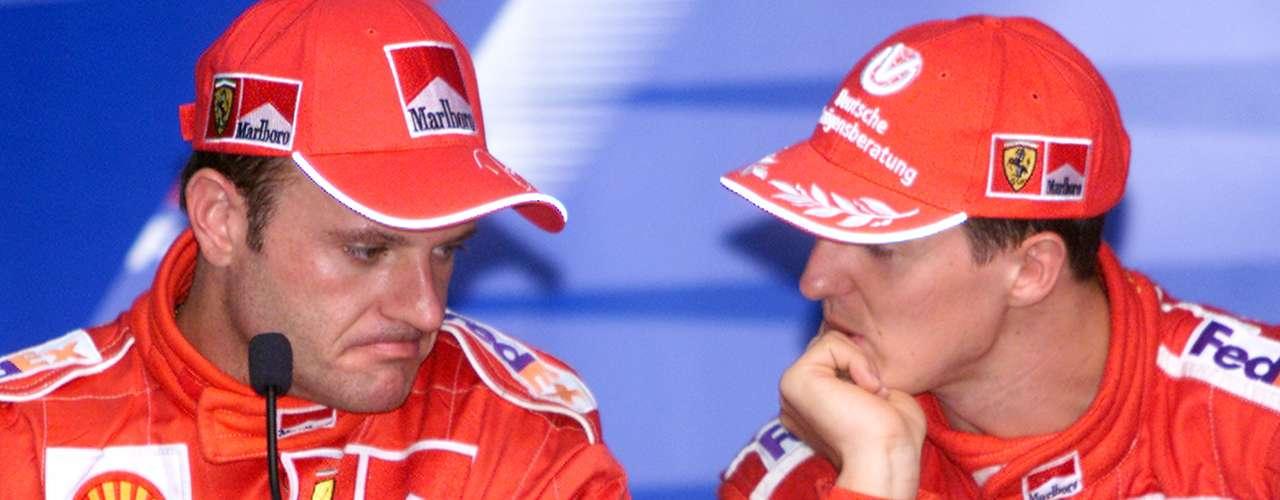 Michael Schumacher y Rubens Barrichelo, compañeros en Ferrari, levantaron una polémica muy grande por las indicaciones de Jean Todt, jefe del equipo en 2002 y mandamás de la FIA en la actualidad, cuando le pidio a Ralf dejar pasar a Michael en Austria para que se coronara el alemán. \