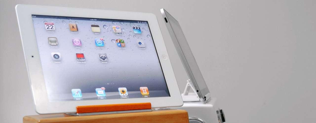 Retro iStation, todo un 'stand' multimedia con estética que recuerda al original Apple Computer. Precio: 65 euros