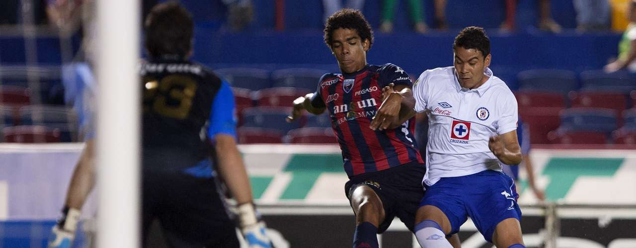 In the meeting in Cancun, the visiting side took control at the start of the game but Atlante was able to balance the game by halftime, with Cruz Azul having four shots on goal and Atlante three.