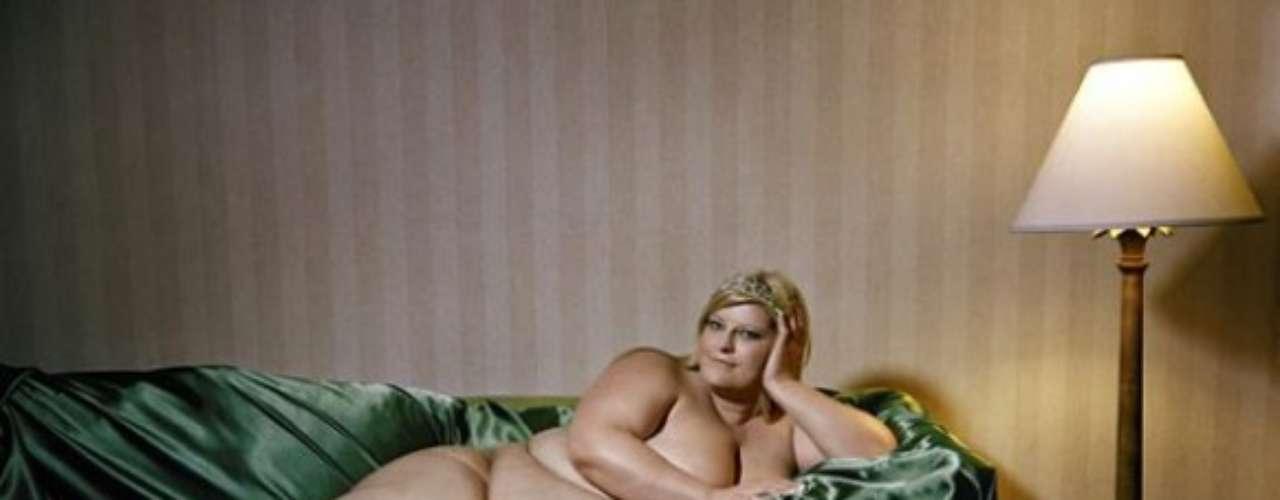 Con este trabajo, el fotógrafo se encarga de romper un poco los esquemas de belleza establecidos y mostrar mujeres reales con sus problemáticas.