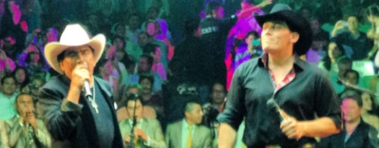 José Manuel Figueroa tuvo la oportunidad de compartir tarima con su exitoso padre Joan Sebastian en el Palenque de la Feria de Cuernavaca, donde interpretaron a dúo temas como: \