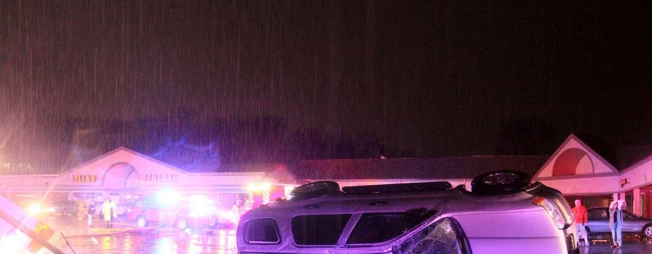 El tiempo más violento ocurrió cerca del suburbio de Hazelwood, en San Luis, a última hora de la noche del miércoles. El diario St. Louis Post-Dispatch reportó la madrugada de este jueves que en el área resultaron dañados automóviles y casas. No hubo reportes inmediato de lesionados graves.
