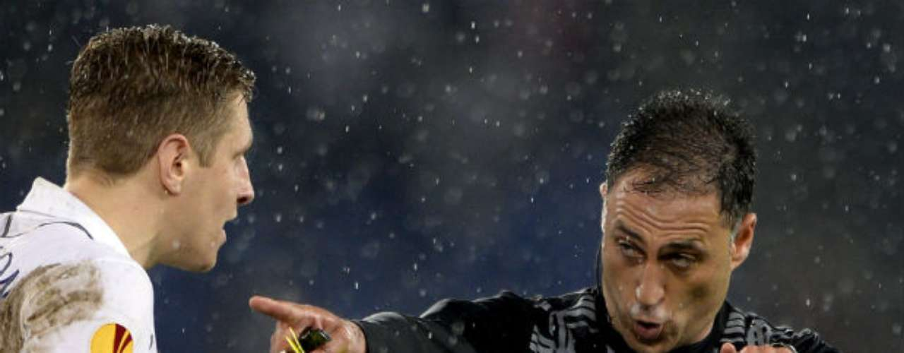 Los suizos se impusieron 4-1 en la tanda, después de que del lado del Tottenham fallaran sus lanzamientos Tom Huddlestone y el togolés Emmanuel Adebayor.
