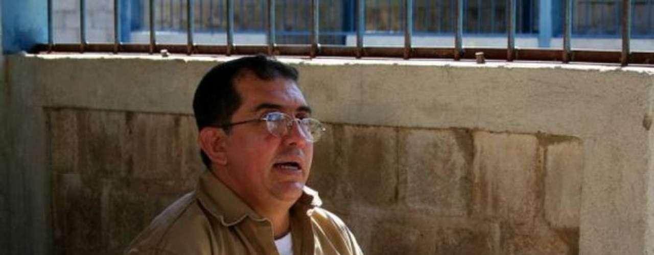 Inspirado en una infancia llena de dolor y abusos sexuales, este asesino colombiano comenzó como un simple violador para luego transformarse en el monstruo que, entre 1992 y 1999, violó, torturó y mató a unos 140 (se cree que pudieron ser 192) chicos de entre 6 y 16 años.