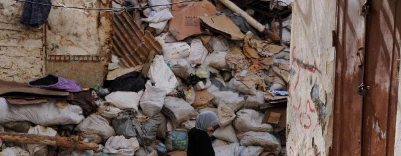 Ciudadanos estadounidenses en Argelia han sido las víctimas de violencia. Tres Americanos fueron matados después de que los terroristas agarraron una planta argelina de gas y sostuvieron al trabajador como rehén. Un total de 38 trabajadores de múltiples países murieron en el ataque.