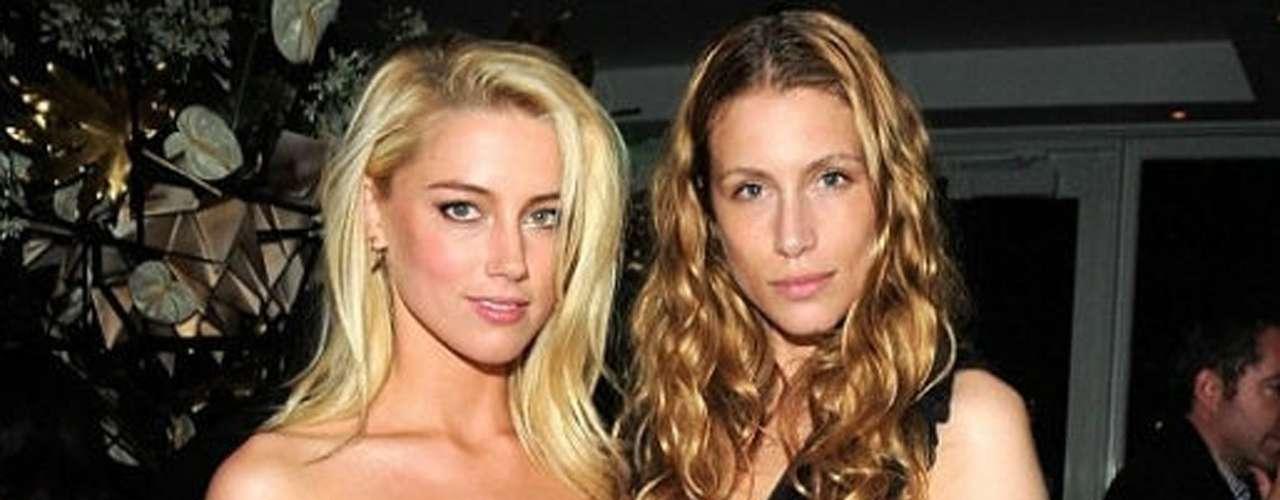 La hija del exprimer ministro francés, Marie de Villepin fue la causante de que la bella actriz Amber Heard abandonara al actor Johnny Depp. Heard se declaró bisexual en 2010 pero, a diferencia del resto de nuestras famosas enlistadas, al parecer ella se inclina más por las mujeres.