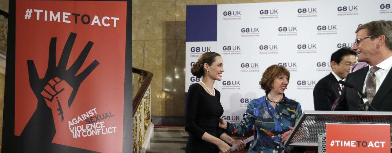 Angelina Jolie fue a Londres para apoyar una causa apremiante: la lucha contra la violencia sexual en conflictos militares.